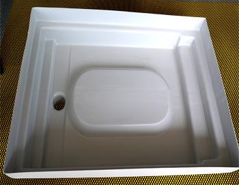 schoeko-leistungen-kunststoff-tiefziehteile-produktbeispiele-Regenwasser-auffangwanne-mit-angeformten-anschlusskanten