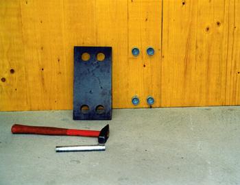 schoeko-leistungen-heizkoerper-anschlusstechnik-montageschritte-pebe-betonwand-1
