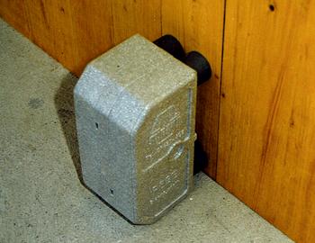 schoeko-leistungen-heizkoerper-anschlusstechnik-montageschritte-pebe-betonwand-3